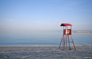 _77920655_japan-lifeguard-chair-think