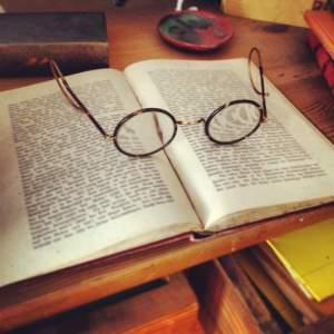 book-glasses