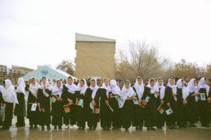 Afghan_school_girls_in_2002123er